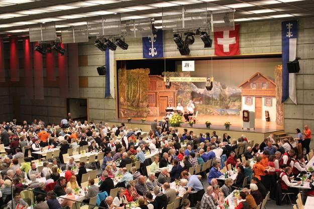 Die Stadthalle Dietikon platzt am Anlass der Stadt-Jodler aus allen Nähten
