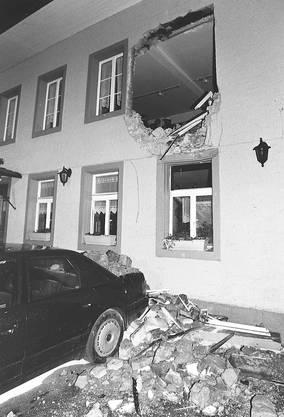 """Gerichtsprozess im Januar 2003: T.M., Übername """"Bagger-Küde"""", machte am 15. April 1998 ein Loch ins Restaurant """"Isebähnli"""" in Olten, im ersten Stock in der Bar B52."""