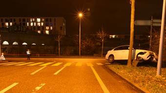 Ein Autofahrer kam bei der Horburgstrasse von der Fahrbahn ab.