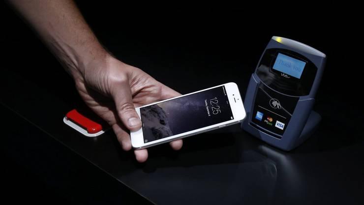 US-Kunden können in der Schweiz mit Apple Pay bezahlen – Schweizer aber nicht.