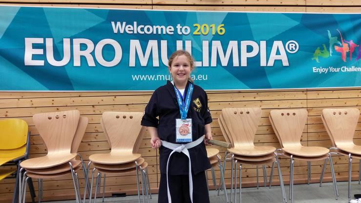 Lia Umiker aus Dietikon gewinnt Bronze im Formenlauf.