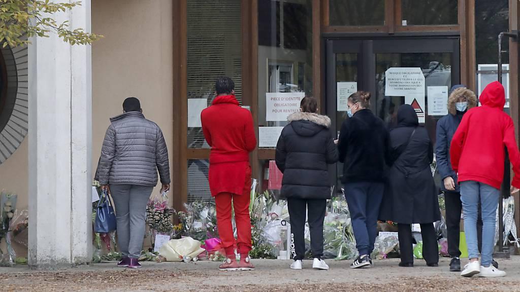 Demos aus Solidarität für getöteten Lehrer in Frankreich erwartet