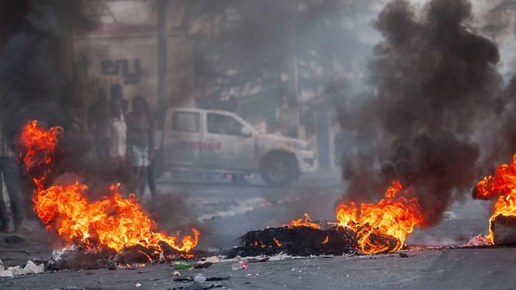 Bei Anti-Regierungsprotesten auf Haiti kam es zu Ausschreitungen zwischen Kundgebungsteilnehmern und Polizisten.