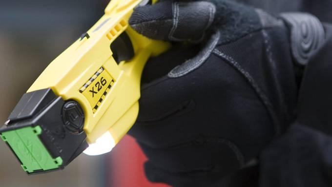 Seit einem Jahr benutzt die Stadtpolizei Grenchen eine Taser. (Symbolbild)