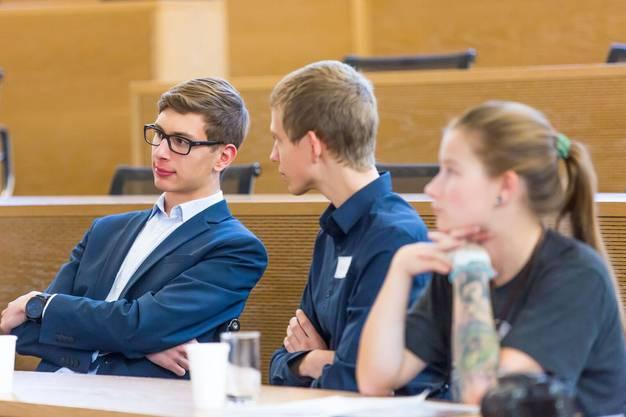 Für einen Tag nehmen Aargauer Jugendliche statt Grossratsmitglieder das Parlamentsgebäude in Beschlag.
