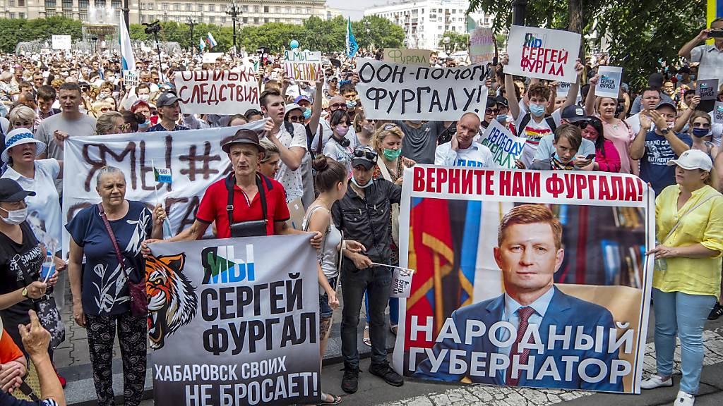 Putin setzt trotz Massenprotesten Gouverneur ab