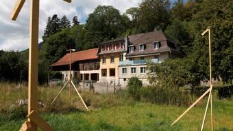 Die Bauprofile für den neuen Hühnerstall sind erst der Anfang – das «Chappeli» eröffnet 2012.