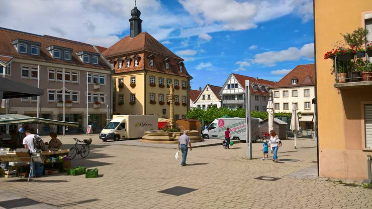 Stadtzentrum von Neckarsulm mit Rathaus und Stadtverwaltung (links). Die Partnerstadt von Grenchen hat 26'000 Einwohner.