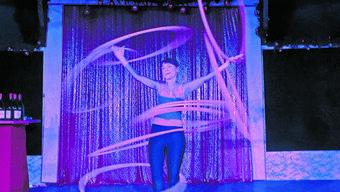 Wie in einem Traum: Eine farbenfrohe Vorstellung im Zirkuszelt in Wettingen.