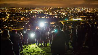 Birsfelder Jugendliche werden in der lokalen Version von «Nightwalks with Teenagers» Erwachsene spätabends auf ungewohntes Terrain führen, ihr Terrain. Paul Blakemore