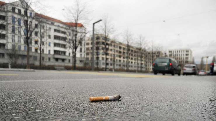 Rund um den Rapidplatz findet man beim Spazieren einige Zigarettenstummel – doch nicht nur sie sorgen für Ärger.