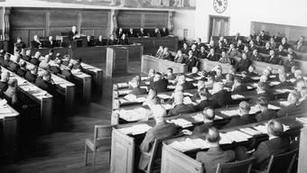 Da herrschte noch Zucht und Ordnung: Generalversammlung der Schweizerischen Bankiervereinigung im Jahr 1943.