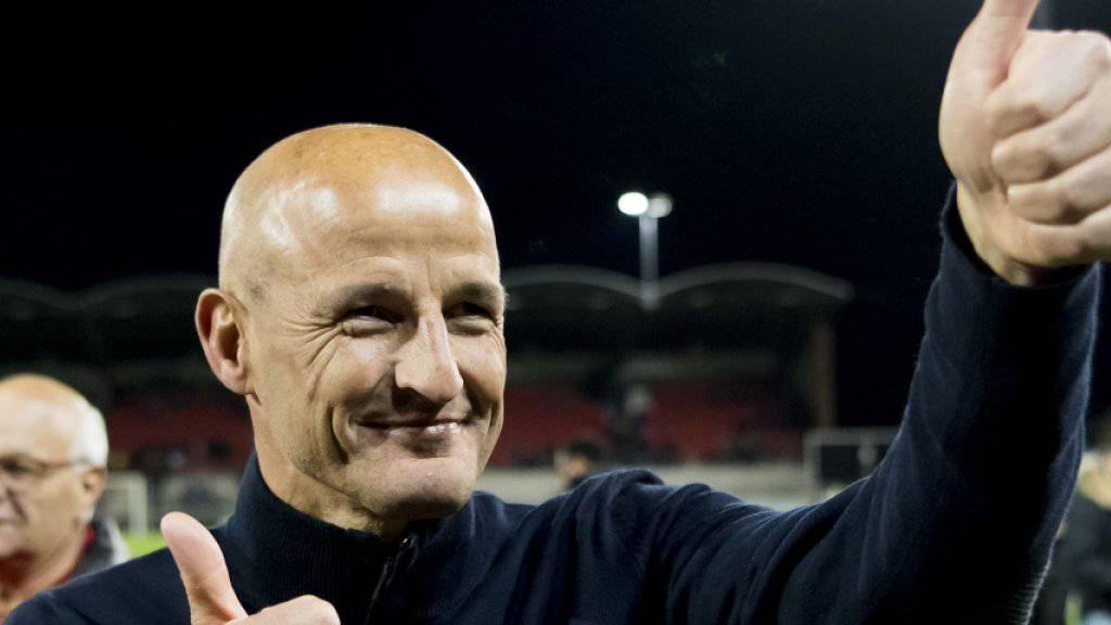 Daumen hoch: Peter Zeidler steht mit dem FC Sion im Cupfinal