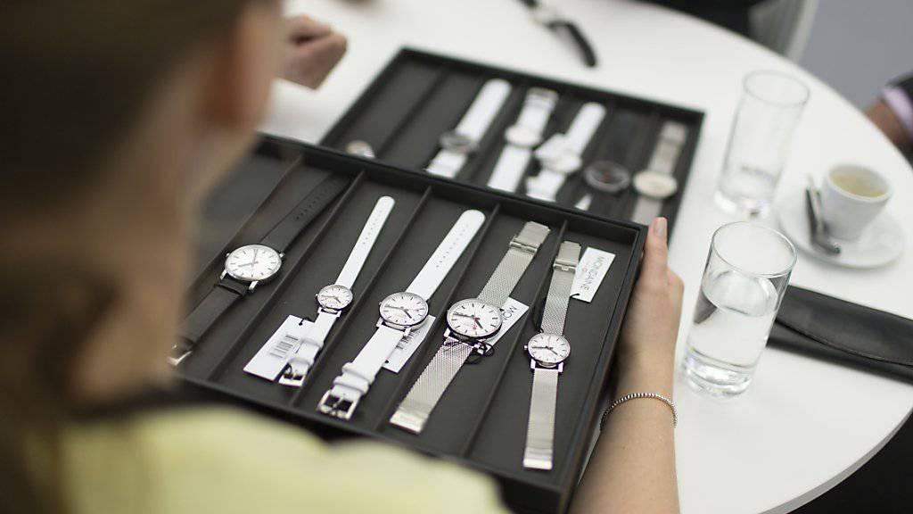 Obwohl im wichtigsten Absatzmarkt für Schweizer Uhren, Hongkong, seit Wochen der Ausnahmezustand herrscht, haben die Uhrenexporte im Juli zugelegt. (Archiv)