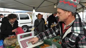 Der Wochenmarkt auf der rechten Aareseite soll auch mit dem neuen Sälipark 2020 wie bis anhin auf der Bifangstrasse stattfinden. Bruno Kissling/Archiv