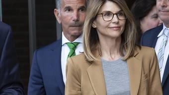Im Uni-Betrugsskandal in den USA ist die Anklage gegen die Schauspielerin Lori Loughlin ausgeweitet worden: Sie umfasst nun Verschwörung zur Geldwäscherei und Verschwörung zum Betrug. (Archiv)
