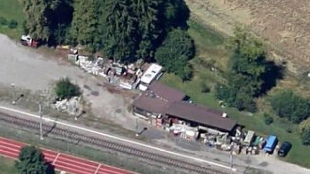 Das Streitobjekt: Alteisenlager in Niederweningen ZH. Foto: HO - Google maps