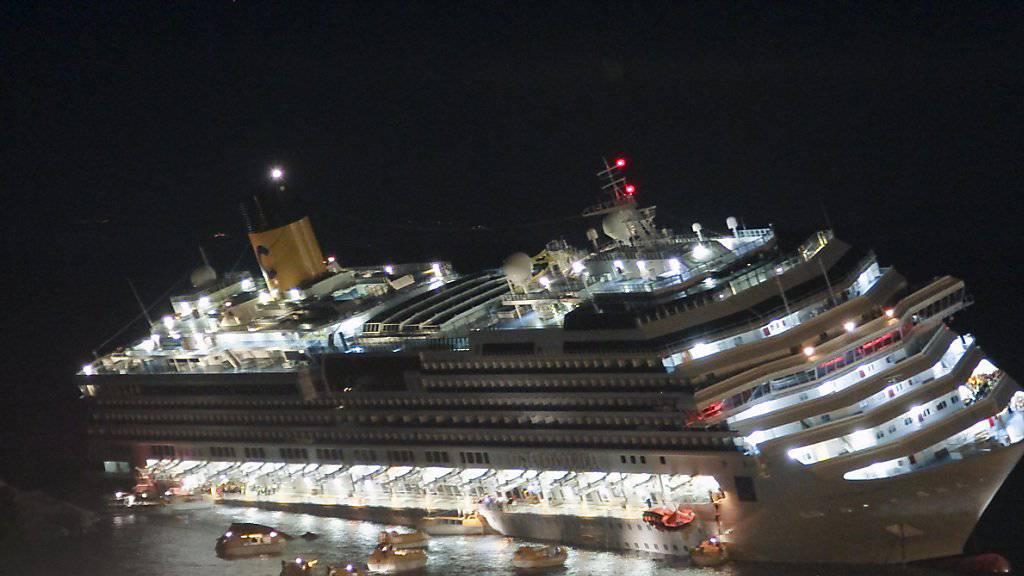 Eine Havarie wie die der Costa Concordia bedeutet Verwirrung und Chaos. Um im Notfall alle Passagiere eines Schiffs in Seenot schnell zu orten, soll eine drahtlose Sensortechnik des CSEM ihren Aufenthaltsort übermitteln. (Archivbild)