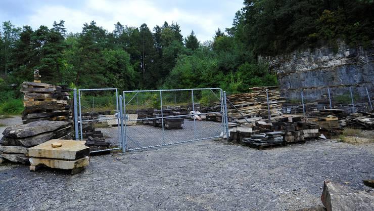Hinten links das Gebäude eines Anstössers, der keine Einsprache einreichte. Rechts davon das Gebiet, wo der Forstwerkhof geplant ist.