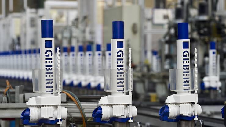 Der Sanitärtechnikkonzern Geberit hat in den ersten neun Monaten mehr verkauft. Ohne Währungseffekte und Übernahmen legte der Umsatz um 6,5 Prozent zu.