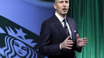 Als Reaktion auf Trumps Einreisesperre für Flüchtlinge kündigte Starbucks-Chef Howard Schultz an, in seinen Cafés 10'000 Jobs für Flüchtlinge zu schaffen. (Archivbild)