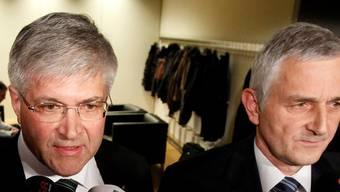 Da war alles noch gut: Am 1. Dezember 2011 präsentierte SVP-Fraktionschef Caspar Baader (rechts) den Zürcher SVP-Nationalrat Bruno Zuppiger (links) als Bundesratskandidaten. Keystone
