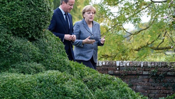 Weltpolitik ist kein Spaziergang - ausser in Chequers, dem Landsitz des britischen Premiers. David Cameron empfängt die deutsche Kanzlerin Angel Merkel zum Gespräch über Syrien, die Flüchtlingspolitik in Europa und andere Probleme.