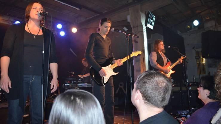 Sie leben für Pink Floyd auf der Bühne: Kata Bucher und die Gitarristen Bryan Pfister und Üse Junger.