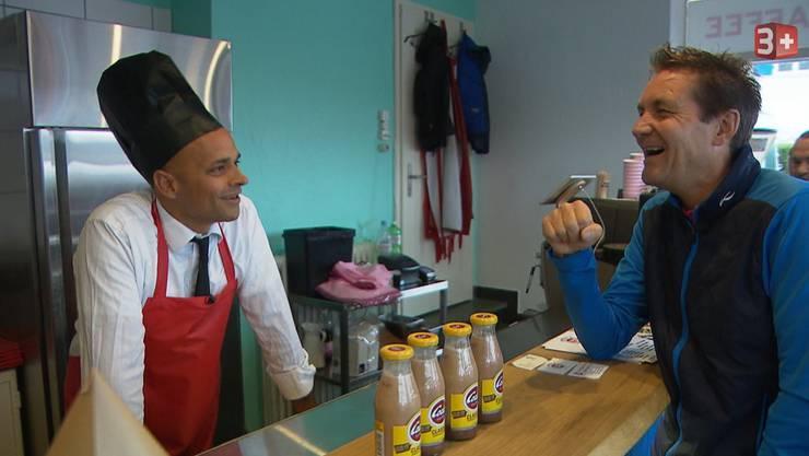 Inhaber Robin Deb Jensen und Restauranttester Daniel Bumann haben offensichtlich einen guten Draht zueinander gefunden.