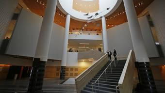 Blick in eines der von der Firma Snøhetta entworfenen Treppenhäuser im erweiterten San Francisco Museum of Modern Art. Am Samstag wurde der Prestigebau mit einem Gratisfest eröffnet.