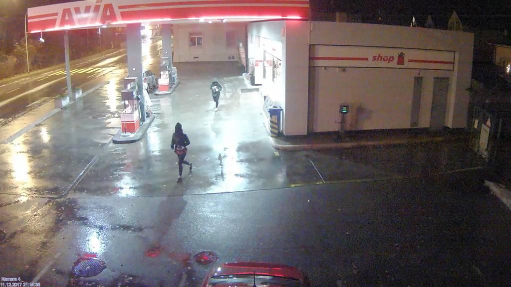 Zwei unbekannte haben den Tankstellen-Shop in Arbon überfallen.