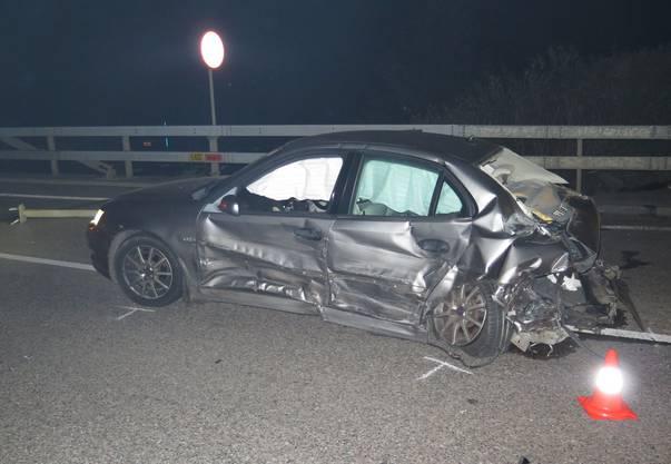 Ein Auto mit irischem Kennzeichen fuhr, ohne zu bremsen, in den Kreisel.
