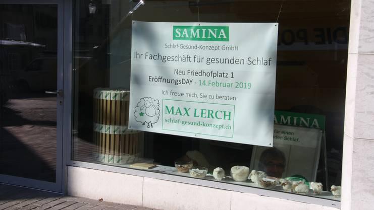 Das Bettwaren-Fachgeschäft Samina hat die Judengasse verlassen und eröffnet bald am Friedhofplatz.