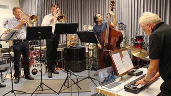 Die Aarauer Turmbläser, das Ländlertrio «entweder-aber» und Carilloneur Schäpper proben die Eröffnungskomposition.