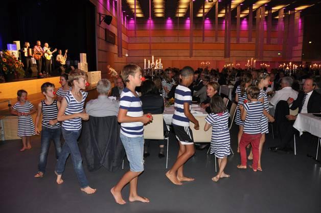 Das Team der Theateria Dietikon bot Musik und eine kleine Theatereinlage.