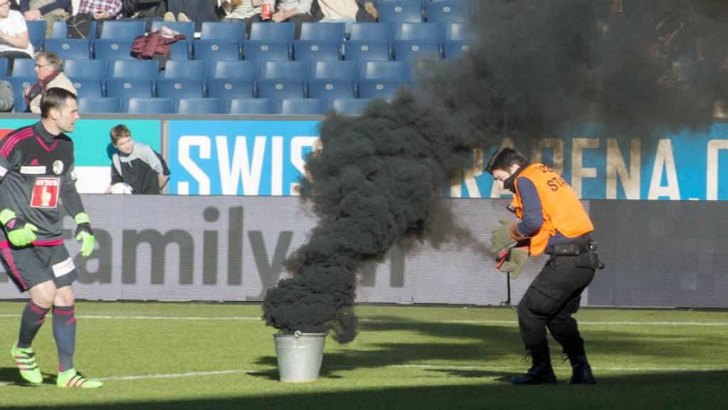 Beim Spiel des FC St.Gallen gegen Luzern in der Swissporarena im Februar 2016 erlitt ein Mann einen Hörschaden. (Archivbild)