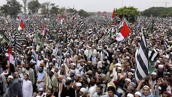 Tausende in Protestcamps: Anhänger der islamistischen Partei Ulma-e-Islam in Islamabad.