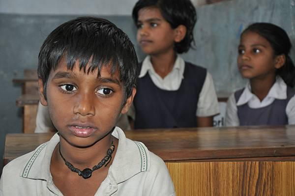 Vom Grauen Star befreit wird Ganesh wieder dem Schulunterricht folgen können.