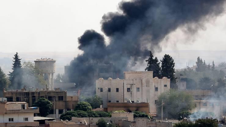 In Syrien steigen Rauchsäulen empor.