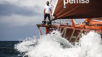 Alain Roura auf seinem Boot La Fabrique vor Beginn der Vendée Globe