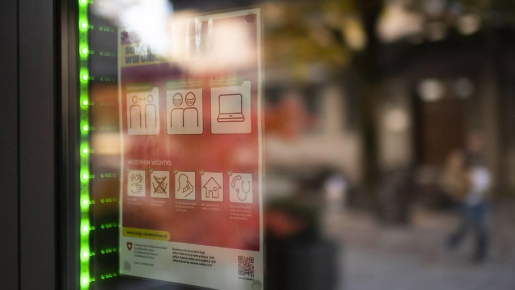 Ein Luzerner Restaurant, das während der Coronapandemie Kurzarbeitsentschädigung beantragt, darf auch die Ferien- und Feiertagsentschädigung geltende machen. (Symbolbild)