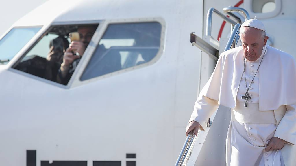 Papst reist zu Christen-Gemeinde im Irak – Messe im Fussballstadion