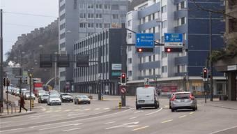 Die Gstühl-Kreuzung in Baden, wo der umstrittene Rotlichtblitzer fest installiert werden soll. Bild: Alex Spichale (18. Februar 2018)