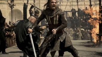 """Martialisch: Michael Fassbender als Callum Lynch in """"Assassin's Creed"""" - am Neujahrswochenende der meistgesehene Film in der Schweiz. (Archivbild)"""