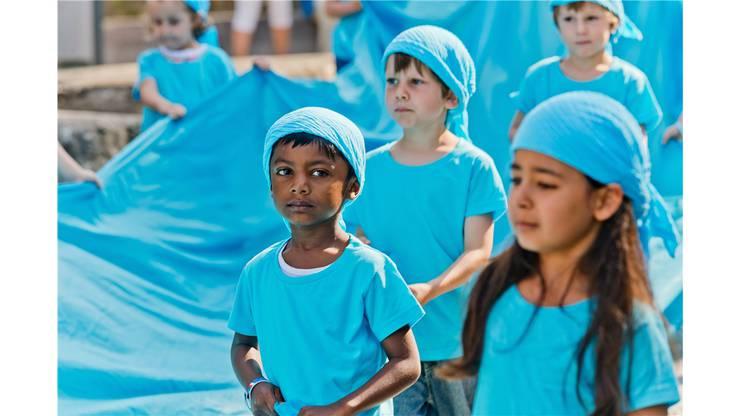 Einmarsch der Kinder ins Amphitheater.
