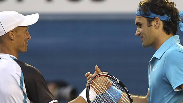 Nikolai Dawydenko gratuliert Roger Federer zum Finaleinzug