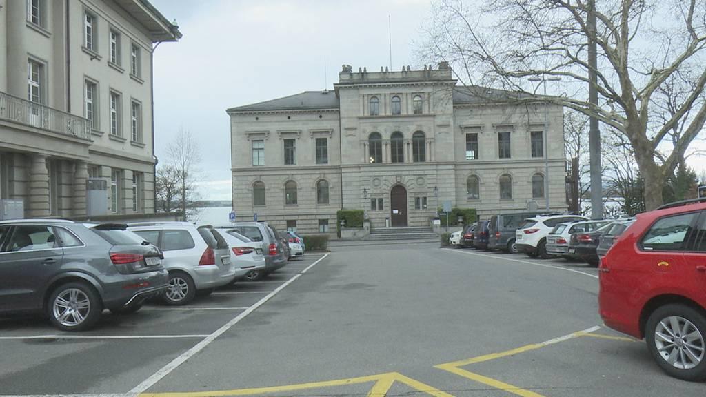 Zuger wollen Parkplätze beim Postplatz behalten