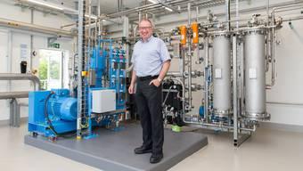 Geschäftsführer Markus Blättler erklärt die Abläufe der neuen Biogas-Anlage in der ARA Langmatt.