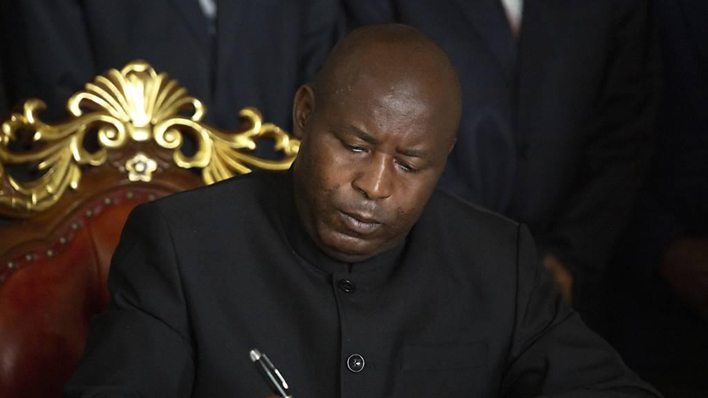 Nach Präsidententod: Nachfolger im Amt vereidigt