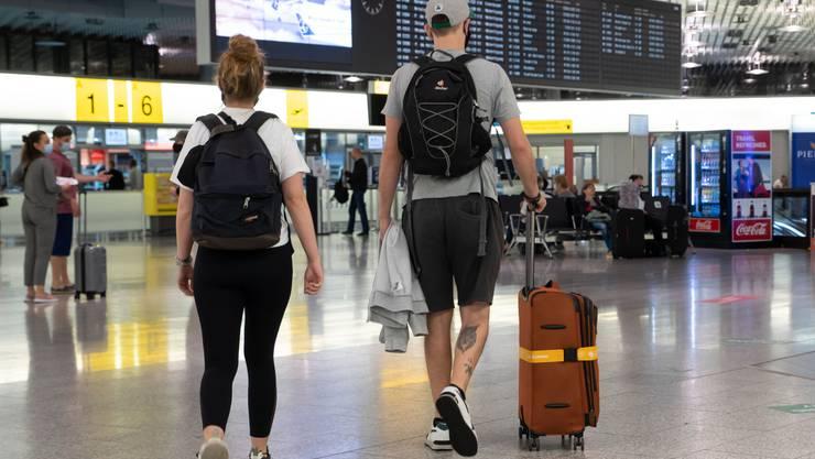 Flugreisende aus Risikostaaten können nicht mehr über einen Nicht-Risikostaat wie Deutschland in die Schweiz einreisen. (Symbolbild)